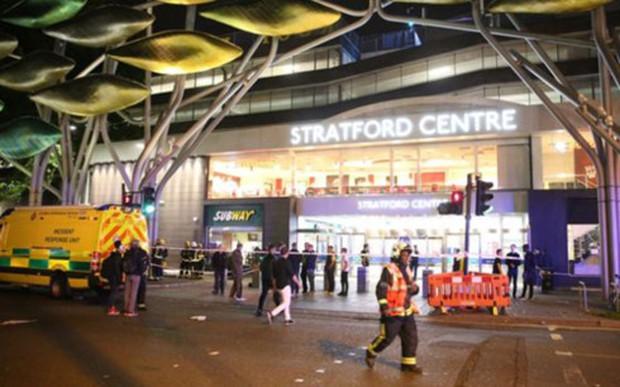 Tấn công bằng acid tại trung tâm mua sắm ở London (Anh) - Ảnh 1.