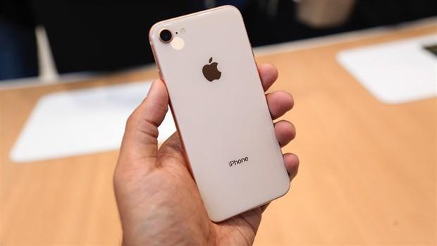 iPhone 8 hấp dẫn đấy nhưng giờ lại là lúc tốt nhất để mua iPhone 7 - Ảnh 1.