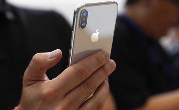 iPhone X rất đắt nhưng giá bán của nó vẫn chỉ đáng xách dép cho những chiếc iPhone này - Ảnh 1.