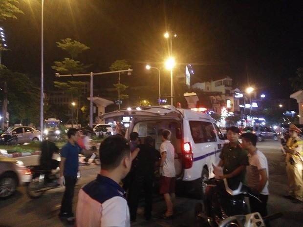 Hà Nội: Đang lái xe giữa phố, người đàn ông bất ngờ gục chết trên vô lăng - Ảnh 2.