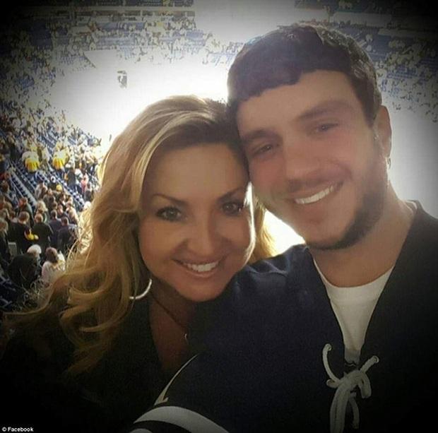 Nỗi đau trong vụ xả súng thảm sát Las Vegas: Chồng hy sinh thân mình che chắn cho vợ - Ảnh 1.