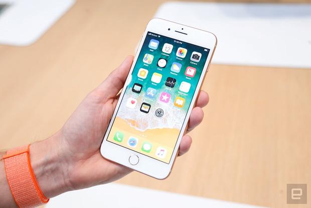 Sau 2 tuần, giá iPhone 8 và 8 Plus giảm sâu vì người dùng đợi iPhone X - Ảnh 1.