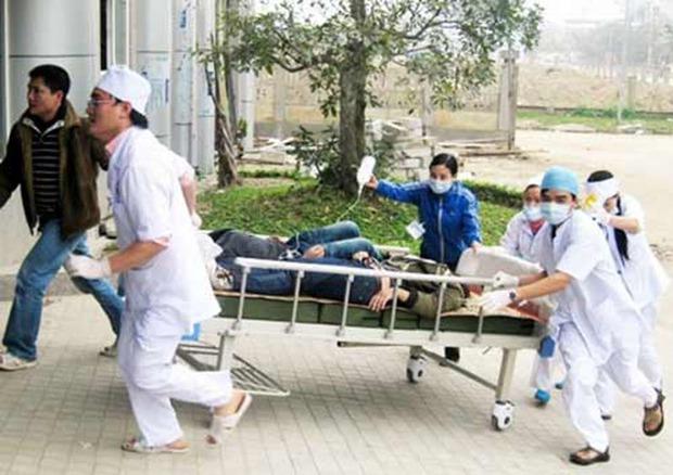 Hà Giang: 3 người chết, 25 người nhập viện vì ngộ độc sau lễ ăn hỏi - Ảnh 1.