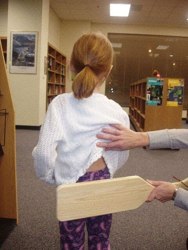 Ám ảnh với những hình phạt đáng sợ dành cho học sinh trên khắp thế giới - Ảnh 2.