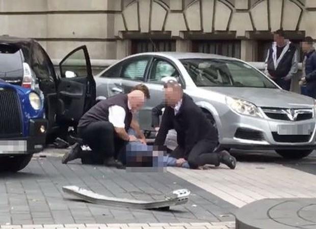 Anh: Xe đâm vào người đi bộ ở London, một vài người bị thương - Ảnh 1.