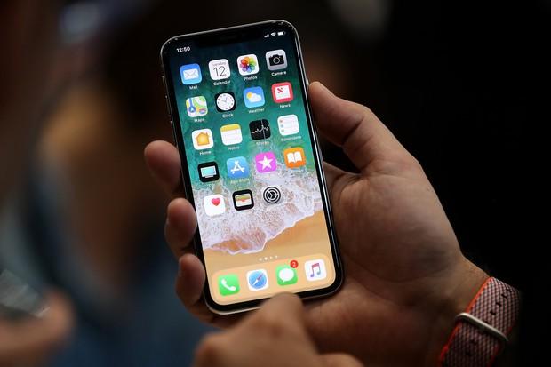 Giám đốc thiết kế Apple lần đầu chia sẻ về iPhone X, bạn sẽ thấy Apple kì công với chiếc smartphone này tới mức nào - Ảnh 1.