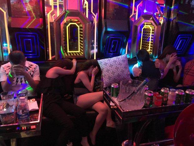 Vụ hàng chục cô gái dự tiệc ma túy thác loạn trong nhà hàng karaoke ở Sài Gòn: 82 người có kết quả dương tính - Ảnh 2.