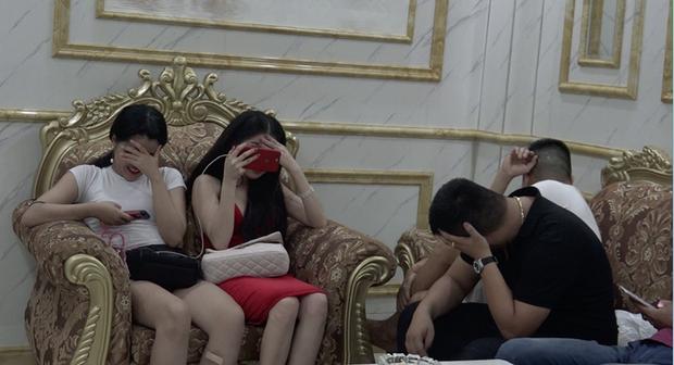 Vụ hàng chục cô gái dự tiệc ma túy thác loạn trong nhà hàng karaoke ở Sài Gòn: 82 người có kết quả dương tính - Ảnh 4.