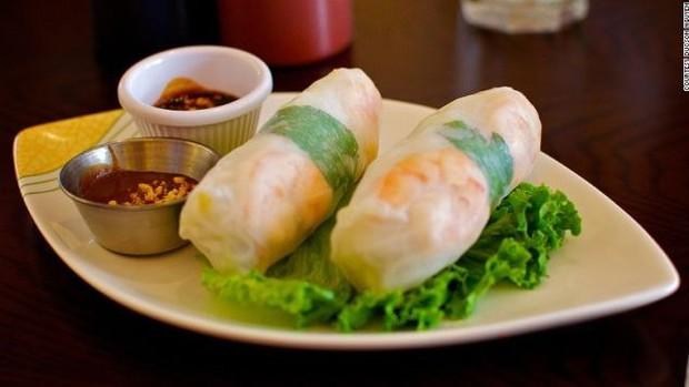 Phở và Gỏi cuốn của Việt Nam lọt tốp 30 món ăn ngon nhất thế giới - Ảnh 2.