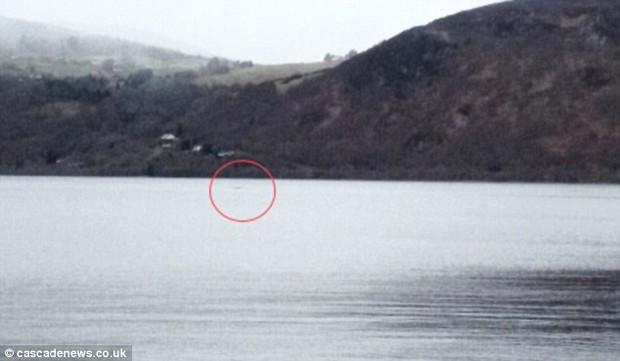 Hàng loạt hình ảnh xuất hiện trong năm 2016 củng cố niềm tin rằng quái vật hồ Loch Ness có thật! - Ảnh 7.