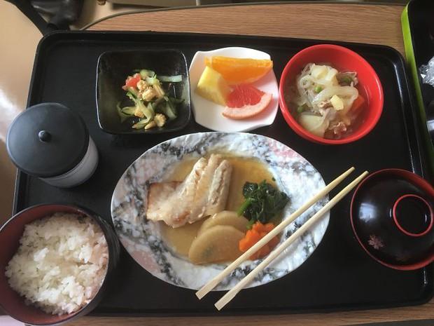Đồ ăn bệnh viện đẳng cấp Nhật Bản: Nhìn qua bữa ăn của sản phụ, ai cũng tưởng đồ order nhà hàng - Ảnh 11.