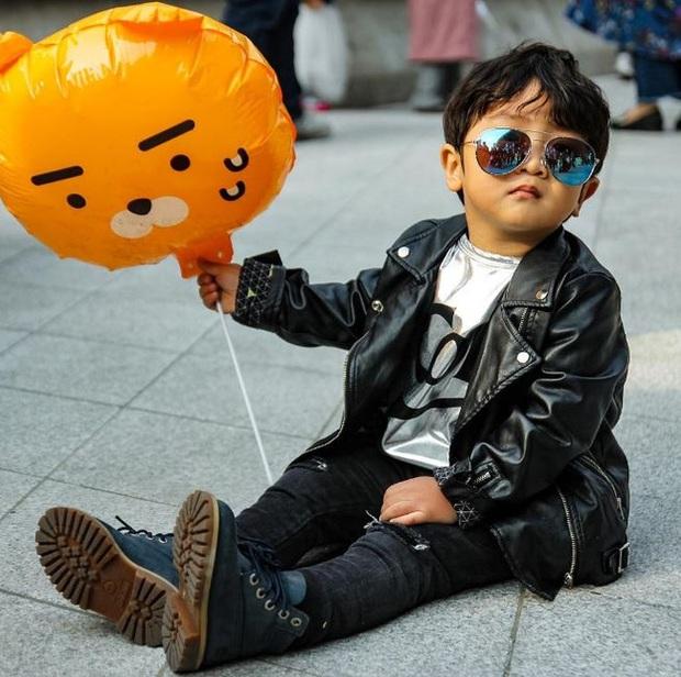 Cứ mỗi mùa Seoul Fashion Week đến, dân tình lại chỉ ngóng xem street style vừa cool vừa yêu của những fashionista nhí này - Ảnh 15.