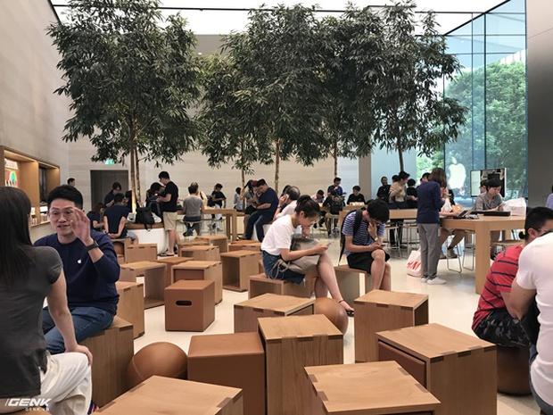 Trải nghiệm thực tế Apple Store Orchard Singapore: khi bạn không chỉ trả tiền cho thương hiệu, thiết kế mà quan trọng hơn cả là trải nghiệm - Ảnh 15.