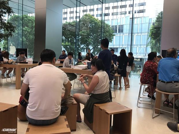 Trải nghiệm thực tế Apple Store Orchard Singapore: khi bạn không chỉ trả tiền cho thương hiệu, thiết kế mà quan trọng hơn cả là trải nghiệm - Ảnh 16.
