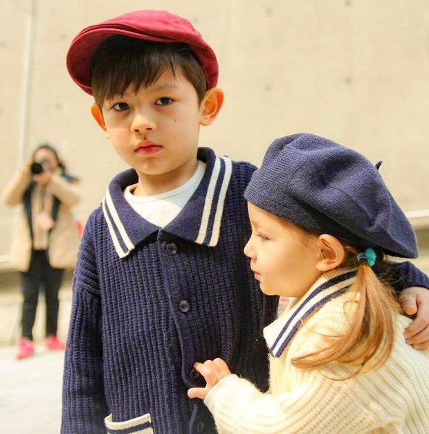 Cứ mỗi mùa Seoul Fashion Week đến, dân tình lại chỉ ngóng xem street style vừa cool vừa yêu của những fashionista nhí này - Ảnh 17.