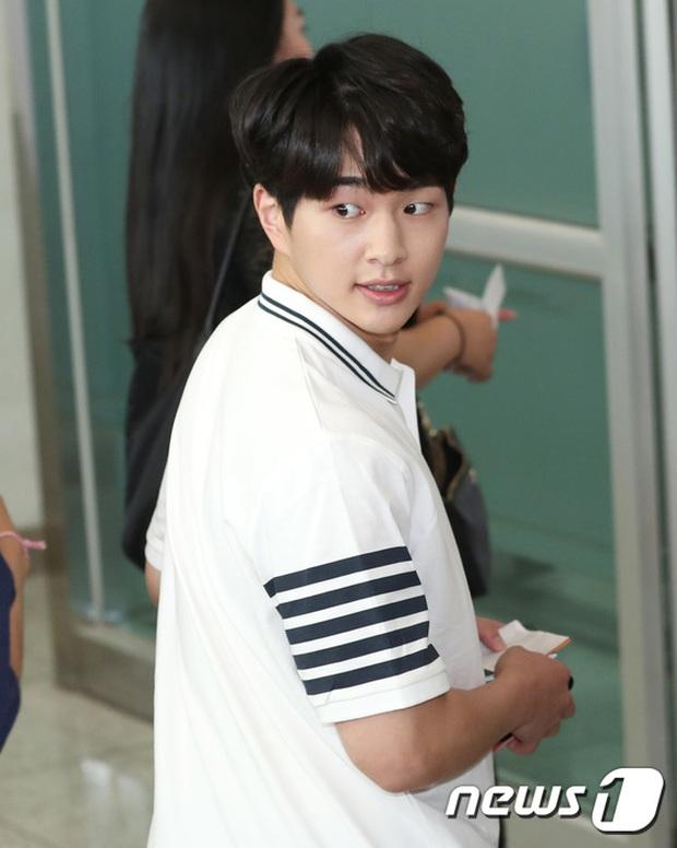 DBSK, SNSD, EXO cùng dàn trai xinh gái đẹp nhà SM đồng loạt đổ bộ, gây náo loạn sân bay - Ảnh 17.