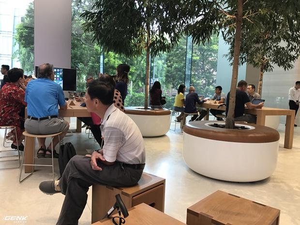Trải nghiệm thực tế Apple Store Orchard Singapore: khi bạn không chỉ trả tiền cho thương hiệu, thiết kế mà quan trọng hơn cả là trải nghiệm - Ảnh 17.