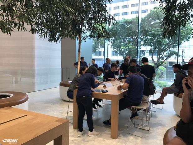 Trải nghiệm thực tế Apple Store Orchard Singapore: khi bạn không chỉ trả tiền cho thương hiệu, thiết kế mà quan trọng hơn cả là trải nghiệm - Ảnh 20.