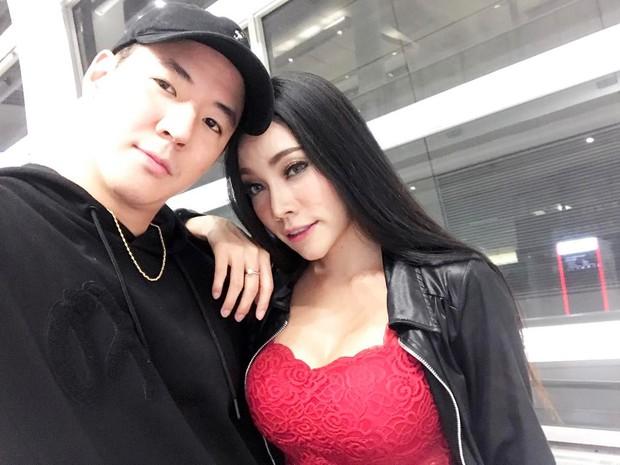 Chuyện tình đồng tính nữ của cặp đôi sexy khiến cư dân mạng Thái Lan xôn xao - Ảnh 3.