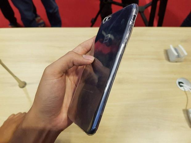 Thật không thể tin được! Bphone 2017 đeo vừa ốp lưng với iPhone 7 Plus - Ảnh 3.