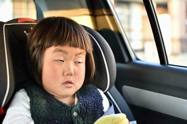 Bị mẹ dìm hàng không thương tiếc nhưng biểu cảm mặt xấu của cô bé 5 tuổi vẫn khiến dân mạng điêu đứng - Ảnh 3.
