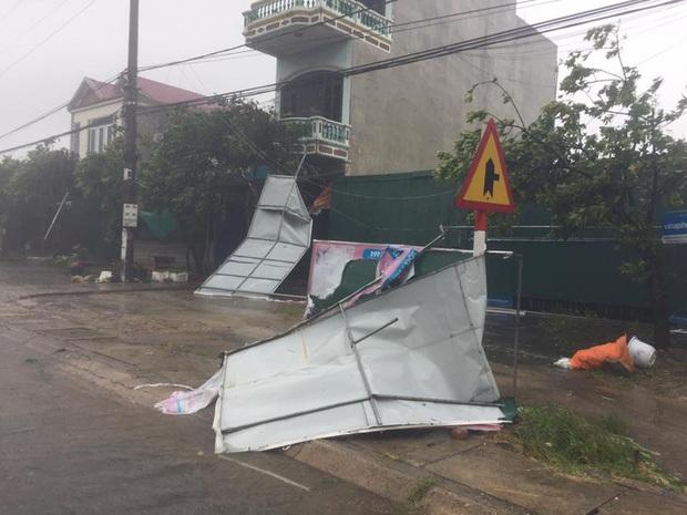 Bão số 10 đổ bộ vào đất liền, vùng tâm bão mưa to, gió giật mạnh - Ảnh 23.