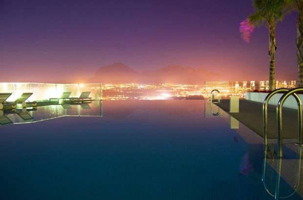 18 bể bơi sang chảnh khắp thế giới dành cho giới nhà giàu - Ảnh 35.