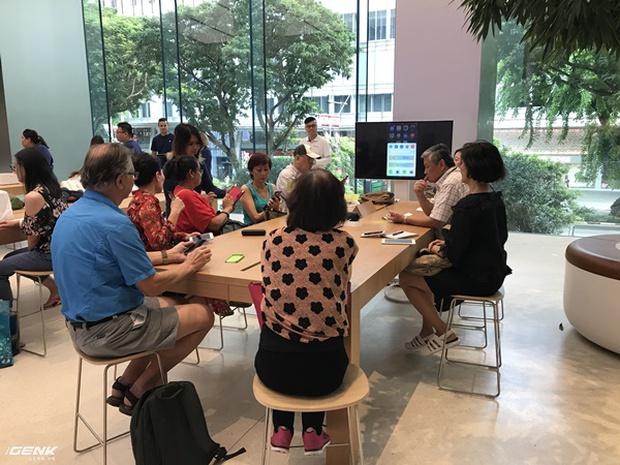 Trải nghiệm thực tế Apple Store Orchard Singapore: khi bạn không chỉ trả tiền cho thương hiệu, thiết kế mà quan trọng hơn cả là trải nghiệm - Ảnh 21.