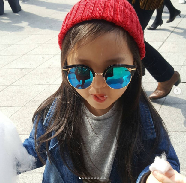 Cứ mỗi mùa Seoul Fashion Week đến, dân tình lại chỉ ngóng xem street style vừa cool vừa yêu của những fashionista nhí này - Ảnh 24.