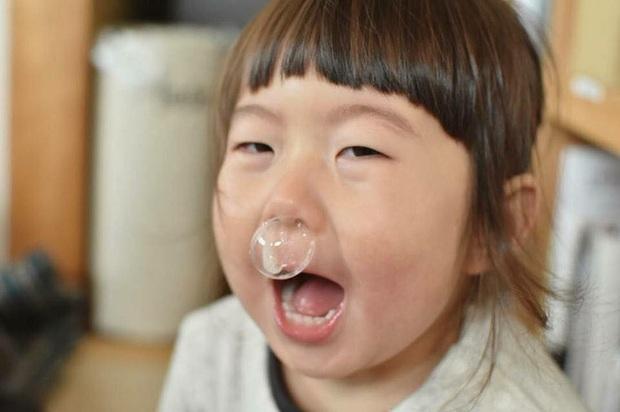 Bị mẹ dìm hàng không thương tiếc nhưng biểu cảm mặt xấu của cô bé 5 tuổi vẫn khiến dân mạng điêu đứng - Ảnh 24.