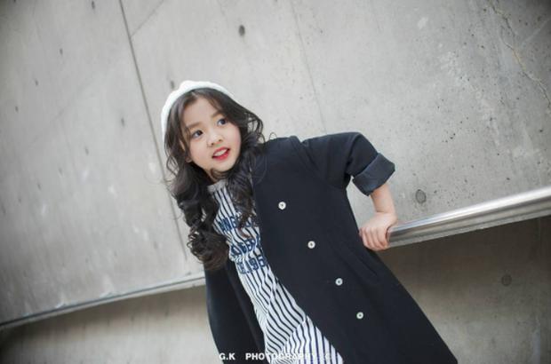 Cứ mỗi mùa Seoul Fashion Week đến, dân tình lại chỉ ngóng xem street style vừa cool vừa yêu của những fashionista nhí này - Ảnh 26.