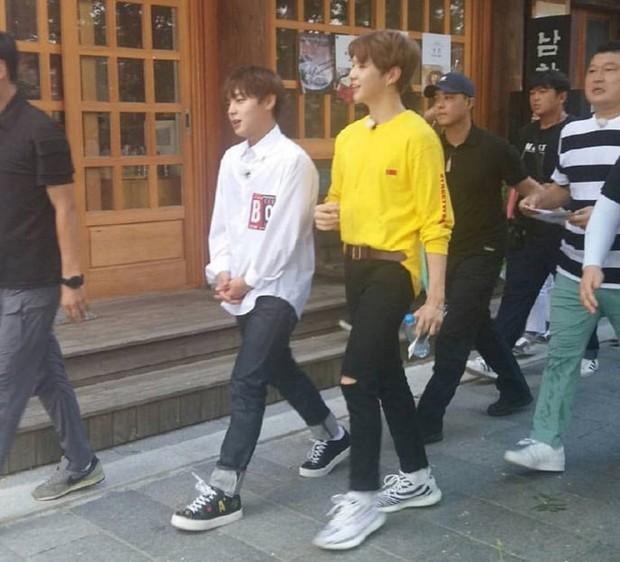 Nhóm nhạc vừa ra mắt đã dọa soán ngôi EXO và BTS: Nhan sắc cho tới thân hình đều gây tranh cãi - Ảnh 19.
