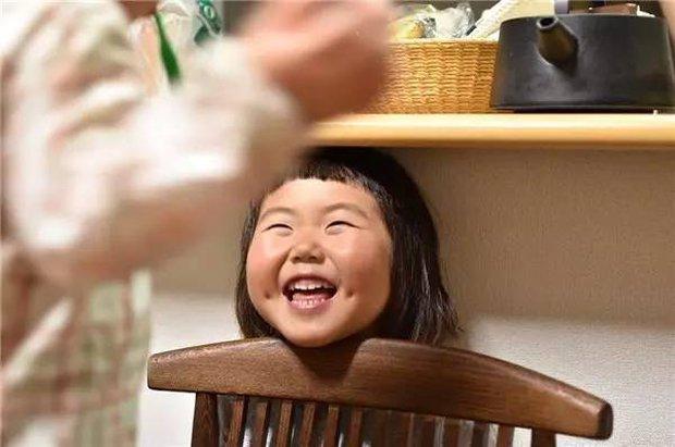 Bị mẹ dìm hàng không thương tiếc nhưng biểu cảm mặt xấu của cô bé 5 tuổi vẫn khiến dân mạng điêu đứng - Ảnh 28.
