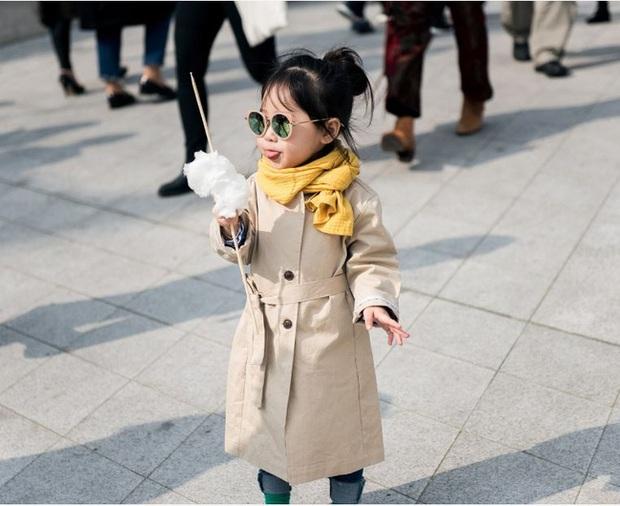 Cứ mỗi mùa Seoul Fashion Week đến, dân tình lại chỉ ngóng xem street style vừa cool vừa yêu của những fashionista nhí này - Ảnh 4.