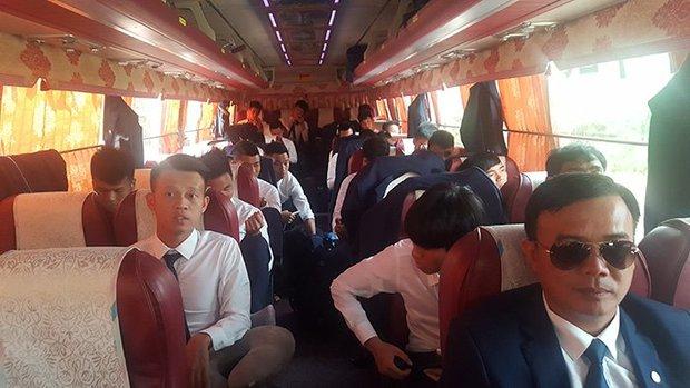 Tuyển thủ U20 Việt Nam như tài tử điện ảnh đổ bộ Cheonan - Ảnh 4.