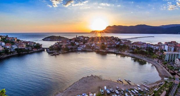 Sinop, thành phố không có đèn giao thông, công chức chỉ làm việc 3 ngày/tuần và bí quyết hạnh phúc tuyệt đối - Ảnh 4.