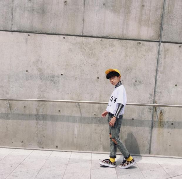 Cứ mỗi mùa Seoul Fashion Week đến, dân tình lại chỉ ngóng xem street style vừa cool vừa yêu của những fashionista nhí này - Ảnh 40.