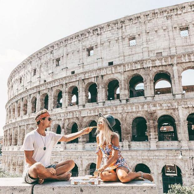 Chỉ đi du lịch thôi mà cặp đôi này cũng kiếm được hơn 200 triệu cho mỗi bức ảnh trên Instagram - Ảnh 9.