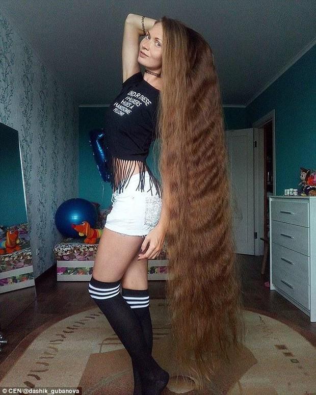 Daria vô cùng tự tin với mái tóc ấn tượng của mình.