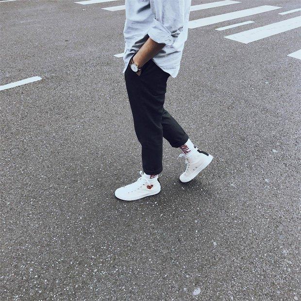 Converse x COMME des GARÇONS Play: đôi sneaker ra mắt đã lâu nhưng chưa bao giờ giới trẻ thôi mê đắm - Ảnh 4.