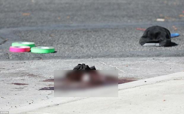 Cảnh tượng đau lòng sau vụ thảm sát đẫm máu nhất nước Mỹ: Túi đựng thi thể chồng chất, máu vương vãi khắp nơi - Ảnh 5.