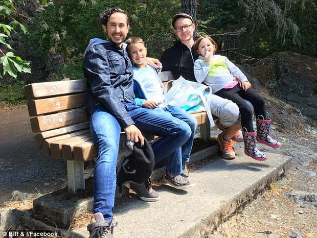 Chàng thanh niên chuyển giới hạnh phúc khi mang thai con đầu lòng với người chồng đồng tính - Ảnh 3.