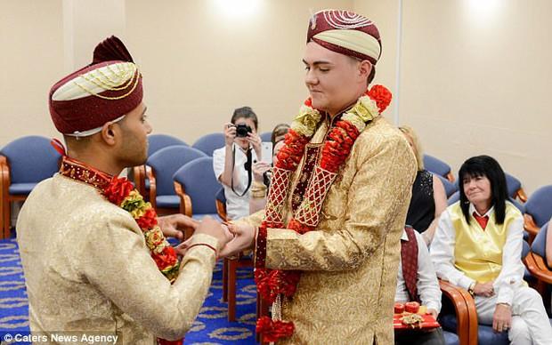 Đám cưới đồng tính Hồi giáo đầu tiên tại Anh: Cặp đôi từng muốn tự tử do bị kỳ thị và bắt nạt - Ảnh 4.
