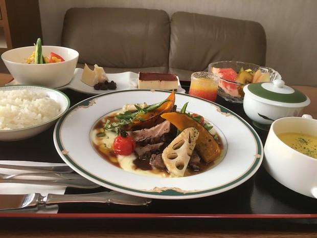 Đồ ăn bệnh viện đẳng cấp Nhật Bản: Nhìn qua bữa ăn của sản phụ, ai cũng tưởng đồ order nhà hàng - Ảnh 6.