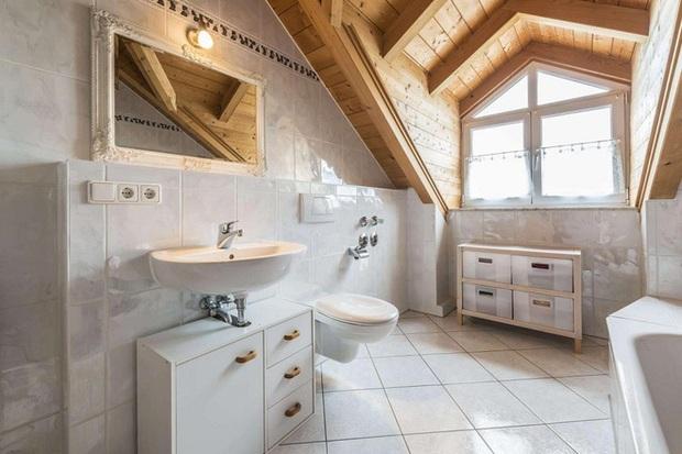 14 thiết kế phòng tắm gác mái vừa nhìn qua đã thích ngay