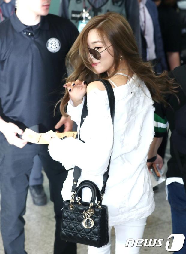 DBSK, SNSD, EXO cùng dàn trai xinh gái đẹp nhà SM đồng loạt đổ bộ, gây náo loạn sân bay - Ảnh 8.