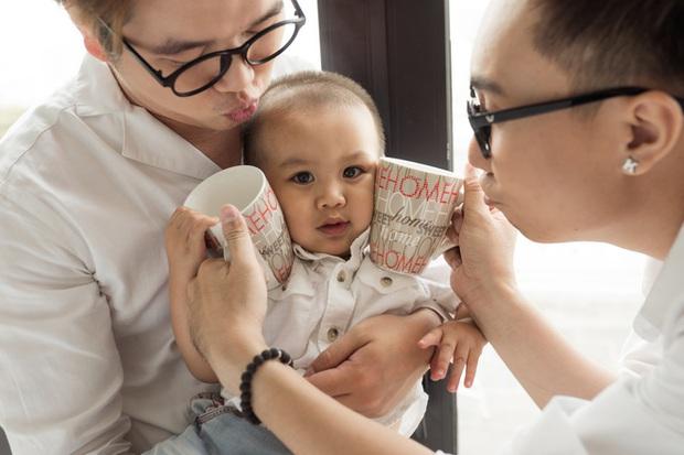 Cuộc sống hạnh phúc của cặp đôi đồng tính nam ở Sài Gòn cùng con trai hơn 1 tuổi - Ảnh 8.