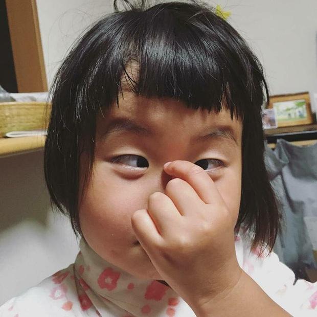 Bị mẹ dìm hàng không thương tiếc nhưng biểu cảm mặt xấu của cô bé 5 tuổi vẫn khiến dân mạng điêu đứng - Ảnh 8.