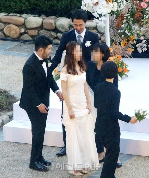 Đám cưới siêu khủng của diễn viên Vườn sao băng: Hội bạn thân tài tử, mỹ nhân hội tụ, thiếu Song Joong Ki - Ảnh 8.
