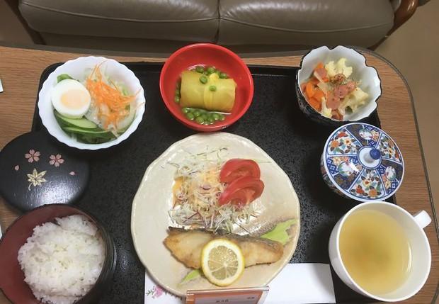 Đồ ăn bệnh viện đẳng cấp Nhật Bản: Nhìn qua bữa ăn của sản phụ, ai cũng tưởng đồ order nhà hàng - Ảnh 8.